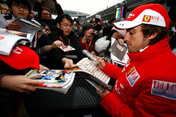 Shanghai International Circuit, Shanghai, China15th April 2010Fernando Alonso, Ferrari F10, signs some autographs for fans. Portrait. Atmosphere. World Copyright: Charles Coates/LAT Photographicref: Digital Image _26Y7909