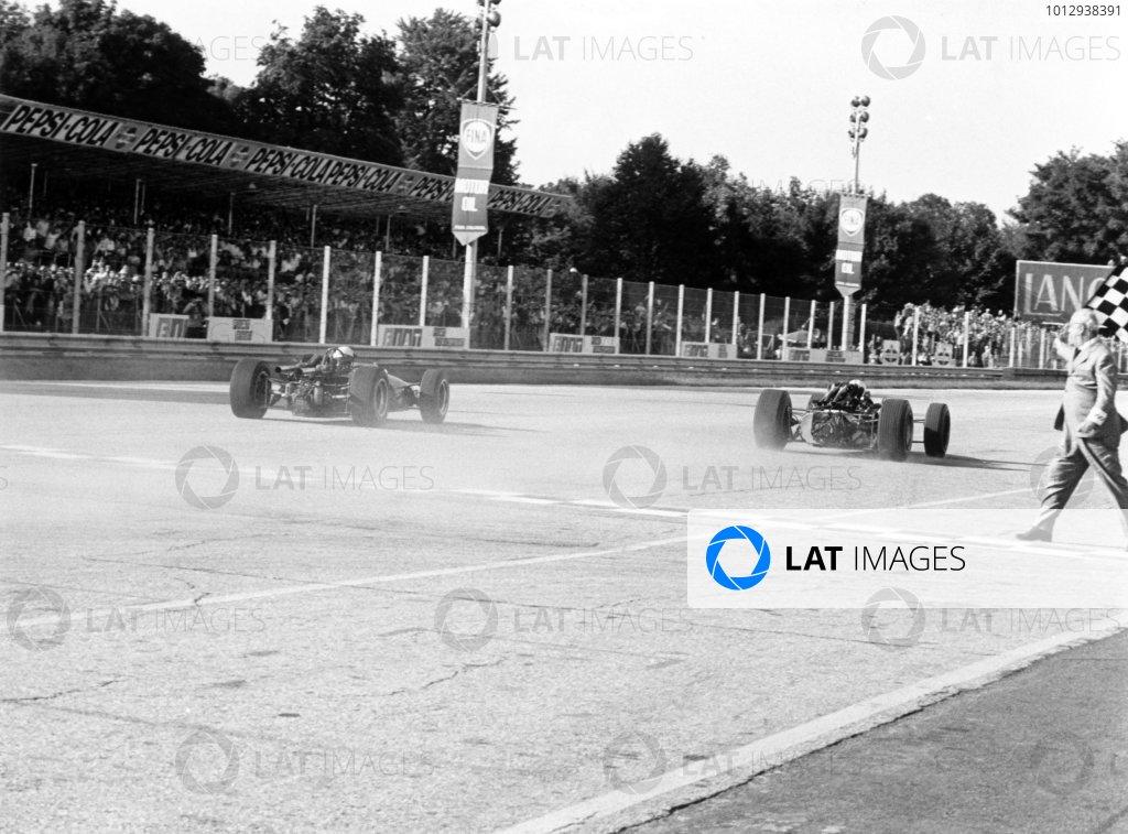 1967 Italian Grand Prix.Monza, Italy. 10 September 1967.John Surtees, Honda RA300, 1st position, leads Jack Brabham, Brabham BT24-Repco, 2nd position, at the finish, action.World Copyright: LAT PhotographicRef: 1725 #24