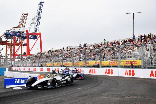 Stoffel Vandoorne (BEL), Mercedes Benz EQ, EQ Silver Arrow 02, leads Robin Frijns (NLD), Envision Virgin Racing, Audi e-tron FE07
