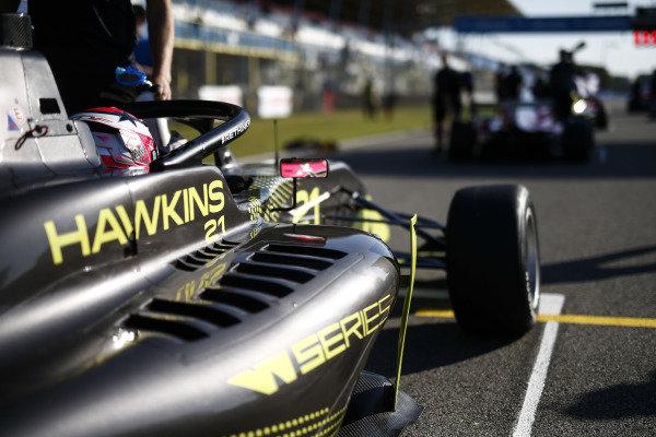 Jessica Hawkins (GBR) on the grid