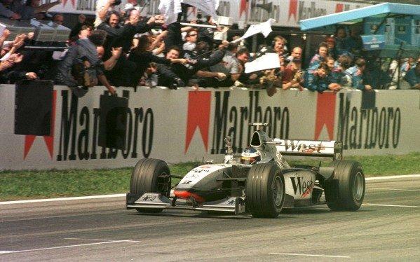 1998 Spanish Grand Prix.Catalunya, Barcelona, Spain.8-10 May 1998.Mika Hakkinen (McLaren MP4/13 Mercedes-Benz) 1st position.World Copyright - LAT Photographic