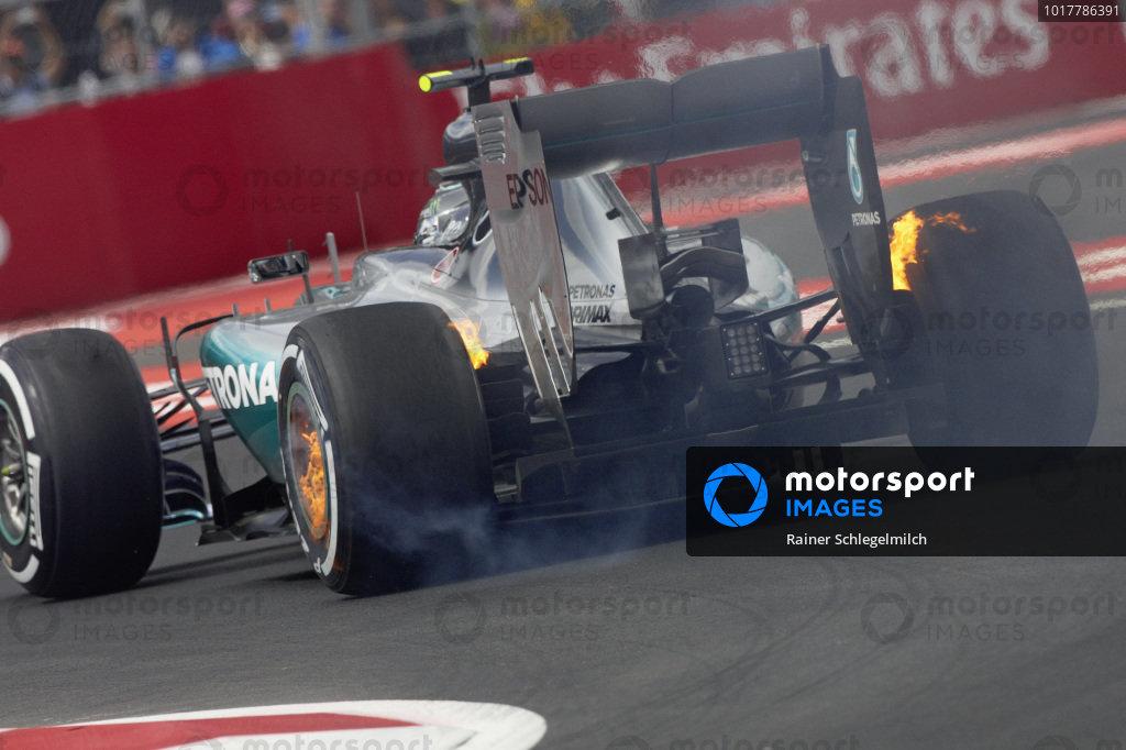 Nico Rosberg, Mercedes F1 W06 Hybrid brakes on fire.