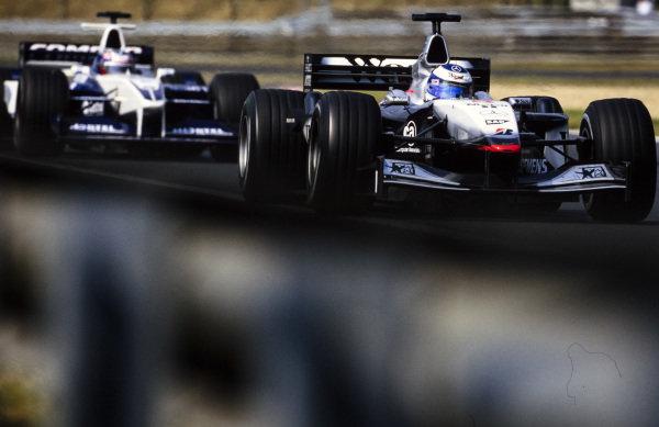 Mika Häkkinen, McLaren MP4-16 Mercedes, leads Juan Pablo Montoya, Williams FW23 BMW.