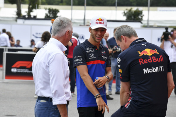 Jonathan Wheatley, Team Manager, Red Bull Racing and Pierre Gasly, Toro Rosso