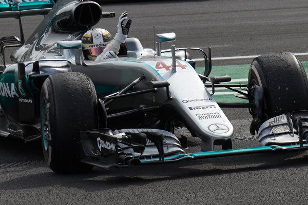 Autodromo Hermanos Rodriguez, Mexico City, Mexico. Sunday 30 October 2016. Lewis Hamilton, Mercedes F1 W07 Hybrid, 1st Position, celebrates as he parks up in Parc Ferme. World Copyright:Steve Etherington/LAT Photographic ref: Digital Image SNE14776