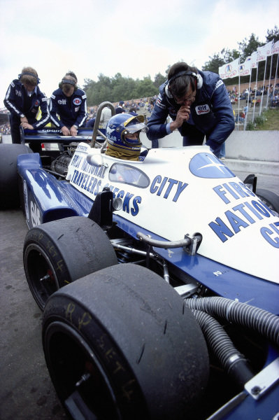 Ken Tyrrell and Ronnie Peterson, Tyrrell P34 Ford, in the pits.