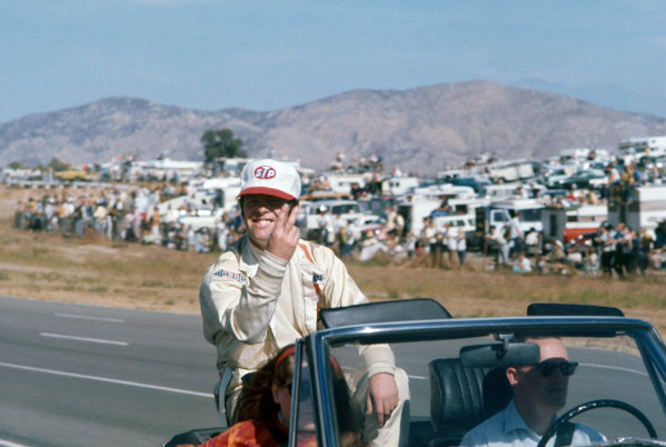 1970 Can-Am Challenge Cup CanAm race. Riverside, California, United States (USA). 1 November 1970 Peter Gethin (McLaren M8D-Chevrolet), retired, drivers parade, Portrait. World Copyright: LAT Photographic Re: Colour Transparency.