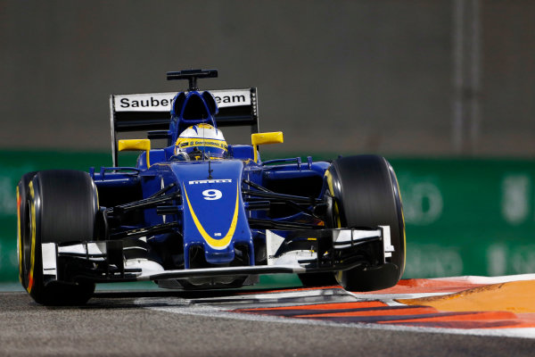 Yas Marina Circuit, Abu Dhabi, United Arab Emirates. Sunday 29 November 2015. Marcus Ericsson, Sauber C34 Ferrari. World Copyright: Sam Bloxham/LAT Photographic ref: Digital Image _SBL8847