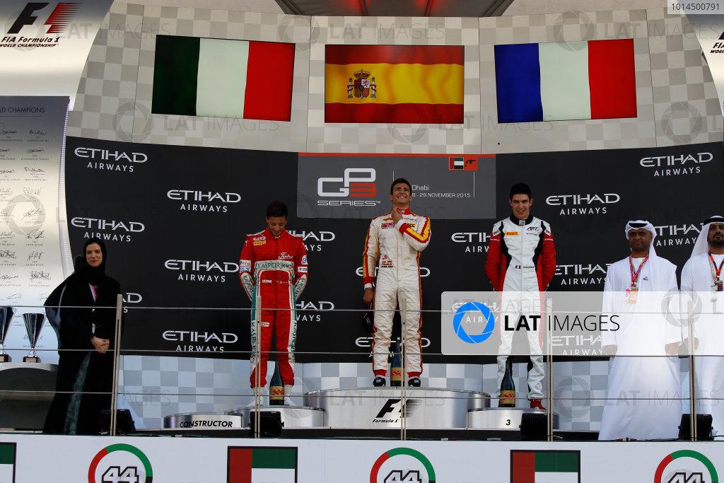 2015 GP3 Series Round 9 Yas Marina Circuit, Abu Dhabi, UAE. Sunday 29 November 2015. Alex Palou (ESP, Campos Racing), Antonio Fuoco (ITA, Carlin) & Esteban Ocon (FRA, ART Grand Prix)  Photo: Sam Bloxham/GP3 Series Media Service. ref: Digital Image _G7C8699
