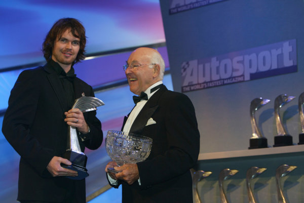 2004 Autosport AwardsGrosvenor House, London, England. 5th December.Murray Walker presents James Thompson with the National Racing Driver of the Year award.World Copyright: LAT Photographicref: Digital Image Only
