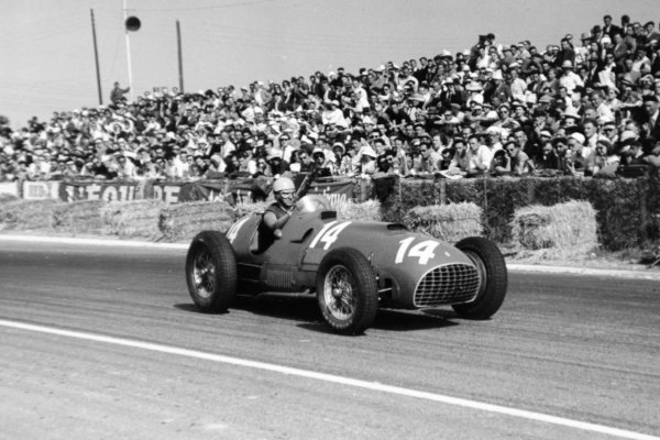 1951 French Grand Prix.Reims-Gueux, France. 1 July 1951.Alberto Ascari in Jose Froilan Gonzalez's Ferrari 375, 2nd position. Ref-51/32 #27.World Copyright - LAT Photographic