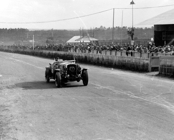 """Le Mans, France.15-16 June 1929.Guy Bouriat/""""Georges Philippe"""" (real name Count de Rothschild) (Stutz DV), 5th position.Ref-Motor 735/8.World Copyright - LAT Photographic"""