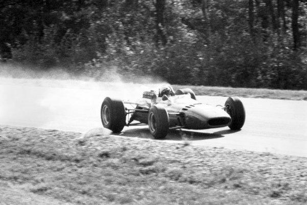 1966 United States Grand Prix.Watkins Glen, New York, USA.30/9-2/10 1966.Lorenzo Bandini (Ferrari 312), retired, action.Ref-B/W PrintWorld Copyright - LAT Photographic
