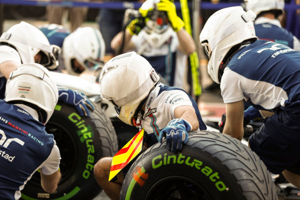Albert Park, Melbourne, Australia. Thursday 23 March 2017. The Williams team practice their pit stops. World Copyright: Glenn Dunbar/LAT Images ref: Digital Image _31I9122
