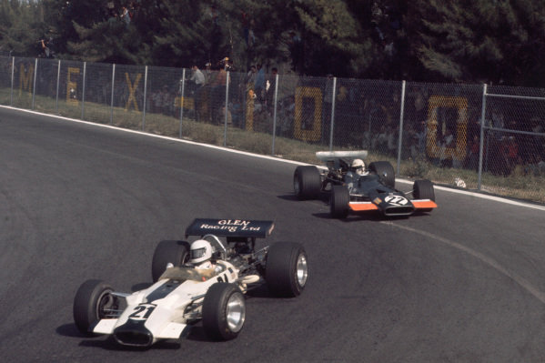 1969 Mexican Grand Prix.  Mexico City, Mexico. 17-19th October 1969.  Pete Lovely, Lotus 49B Ford, leads George Eaton, BRM P139.  Ref: 69MEX14. World Copyright: LAT Photographic