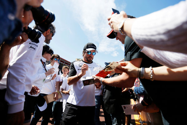 Monte Carlo, Monaco. Friday 22 May 2015. Fernando Alonso, McLaren meets his fans. World Copyright: Charles Coates/LAT Photographic. ref: Digital Image _J5R0699