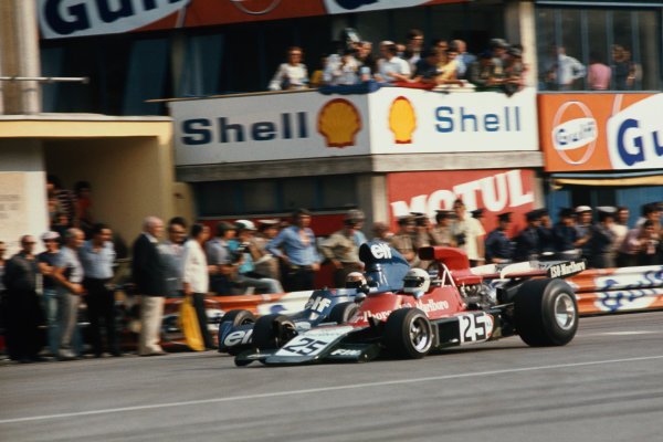 Monza, Italy.7 - 9 September 1973.Howden Ganley (Williams IR03-Ford), 11 laps behind, passes Jackie Stewart (Tyrrell 006-Ford) 4th position, action.World Copyright - LAT Photographic