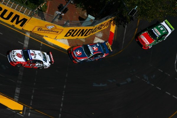 Steven Johnson (AUS) Jim Beam Ford leads the pack.