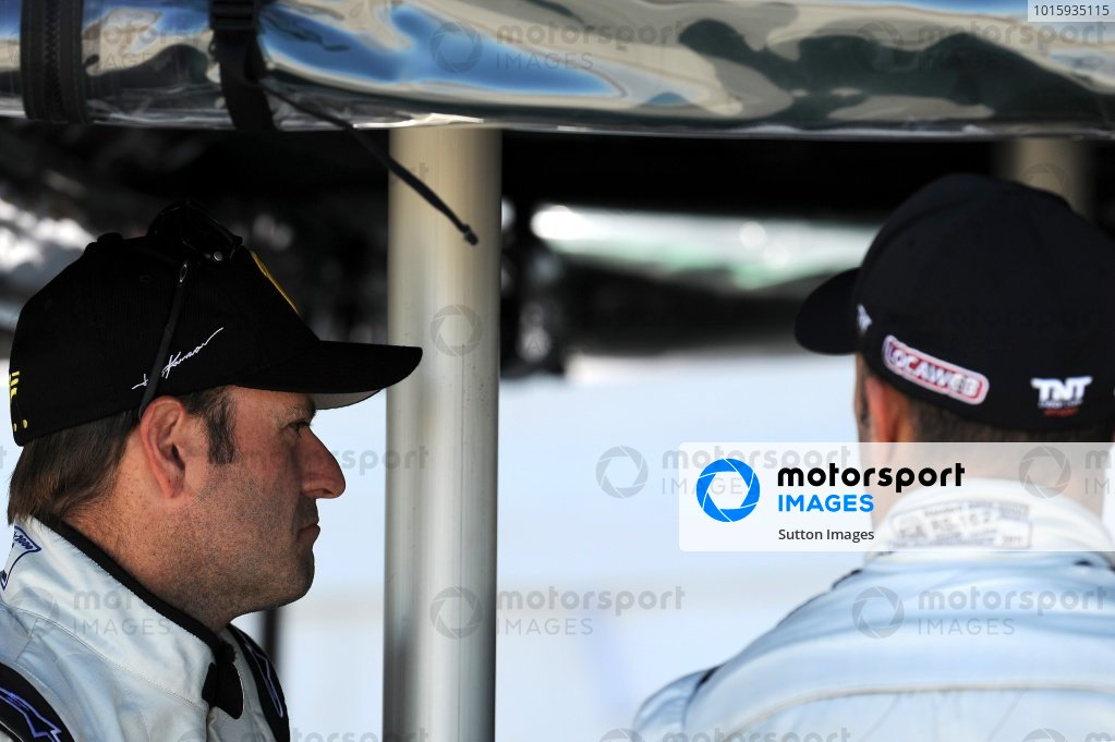 L-R: Rubens Barrichello (BRA) and Tony Kanaan (BRA).