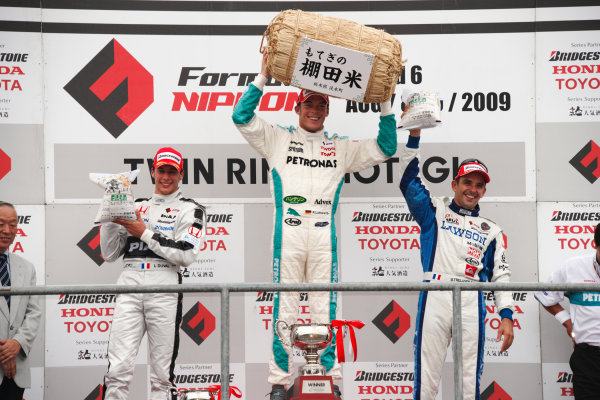 Motegi, Japan. 8th - 9th August 2009.Rd6  - Winner Andre Lotterer ( #36 PETRONAS TEAM TOM'S ), presented with a rice trophy, podium, portrait.World Copyright: Yasushi Ishihara/LAT Photographicref: Digital Image 2009FN_Rd6_011