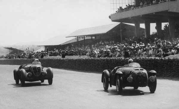 Le Mans, France. 25th - 26th June 1949.I. Hodac/Poch (Aero Minor Sport 750), 19th position, leads Guillard/Martin (Simca 8), 17th position, action. World Copyright: LAT Photographic.Ref: Autocar Used Pic 1st July 1949. Pg 655.