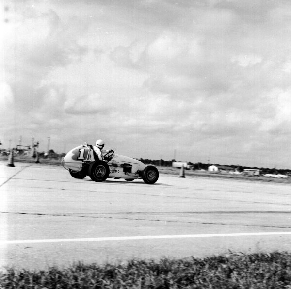 1959 United States Grand Prix.Sebring, Florida, USA.10-12 December 1959.Rodger Ward (Kurtis-Kraft Offenhauser).Ref-5516.World Copyright - LAT Photographic