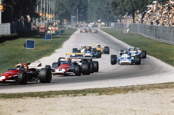 Ignazio Giunti, Ferrari 312B leads Jack Brabham, Brabham BT33 Ford, Jean-Pierre Beltoise, Matra MS120, François Cevert, March 701 Ford and Henri Pescarolo, Matra MS120.