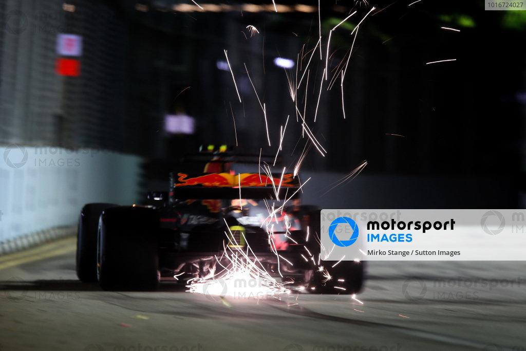 Max Verstappen (NED) Red Bull Racing RB13 at Formula One World Championship, Rd14, Singapore Grand Prix, Qualifying, Marina Bay Street Circuit, Singapore, Saturday 16 September 2017.