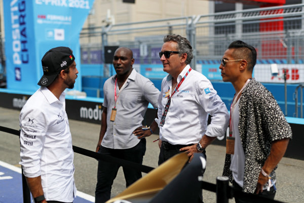 Antonio Felix da Costa (PRT), DS Techeetah, with Alejandro Agag, Chairman of Formula E and guests in the pit lane