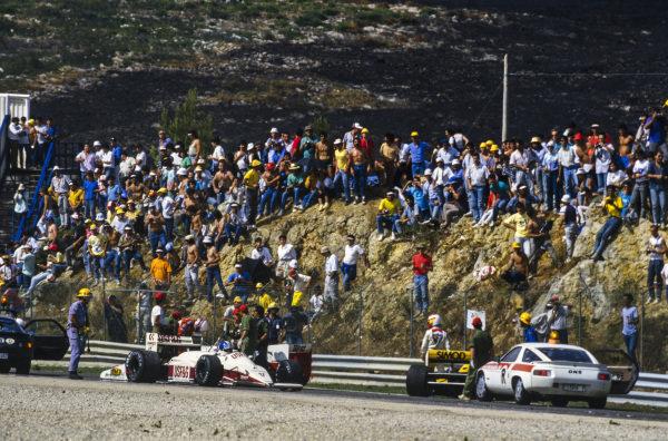 Derek Warwick, Arrows A10 Megatron, Martin Brundle, Zakspeed 871, and Adrián Campos, Minardi M187 Motori Moderni, all receive assistance from marshals.