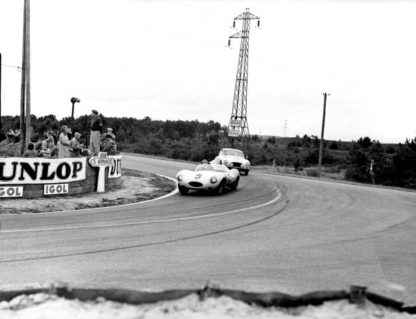 Le Mans, France.28-28 July 1956.Jacques Swaters/Freddy Rouselle (Jaguar D-type) leads Serge Nercessian/Georges Monneret (Salmson 2300S). Swaters/Rouselle finished in 4th position.Ref-Motor 769/36.World Copyright - LAT Photographic