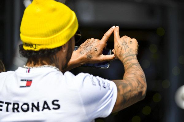 New hand tattoos of Lewis Hamilton, Mercedes AMG F1