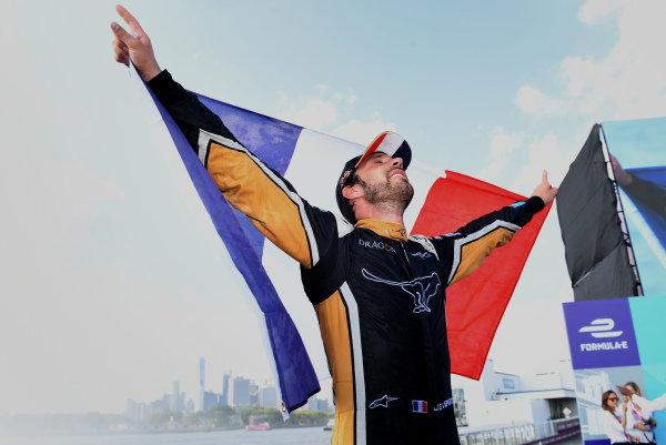 Jean-Eric Vergne (FRA), TECHEETAH, Renault Z.E. 17, celebrates on the podium after winning the championship.