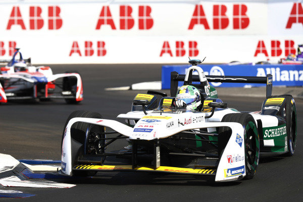 Lucas Di Grassi (BRA), Audi Sport ABT Schaeffler, Audi e-tron FE04, leads Nick Heidfeld (GER), Mahindra Racing, Mahindra M4Electro, and Sam Bird (GBR), DS Virgin Racing, DS Virgin DSV-03.