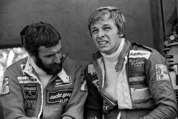 (L to R): Non-qualifier Harald Ertl (AUT) ATS talks with his team mate Michael Bleekemolen (NED), who also failed to qualify.