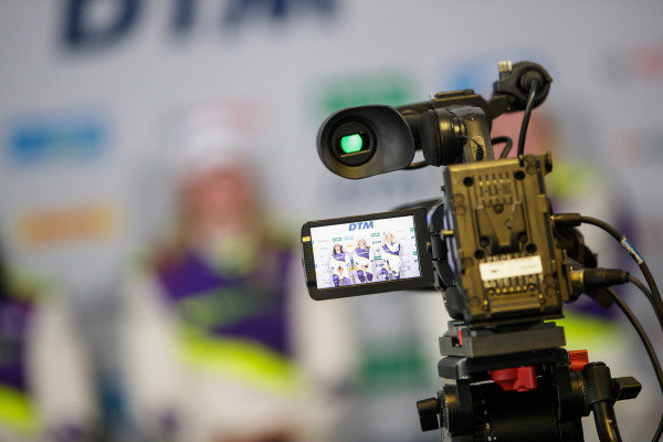 Jamie Chadwick (GBR), Beitske Visser (NLD), and Alice Powell (GBR) in the press conference