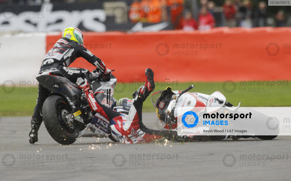 2016 Moto2 Championship.  British Grand Prix.  Silverstone, England. 2nd - 4th September 2016.  Sam Lowes, Kalex, and Johann Zarco, Kalex, crash.  Ref: _W7_8649a. World copyright: Kevin Wood/LAT Photographic