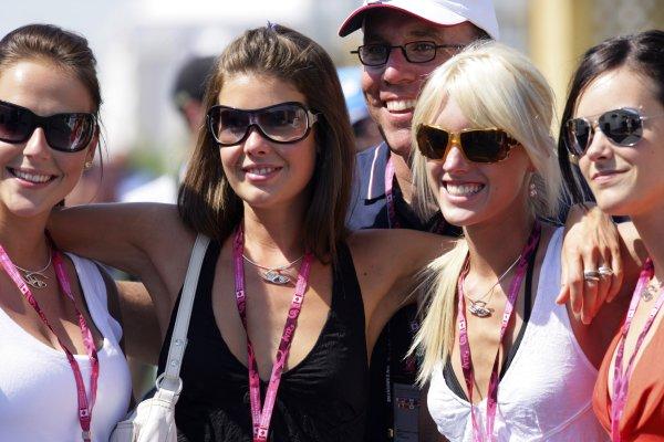 2006 Canadian Grand Prix - Saturday Practice Montreal, Canada. 22nd - 25th June. Girls. World Copyright: Lorenzol Bellanca/LAT Photographic ref: Digital Image ZD2J5542