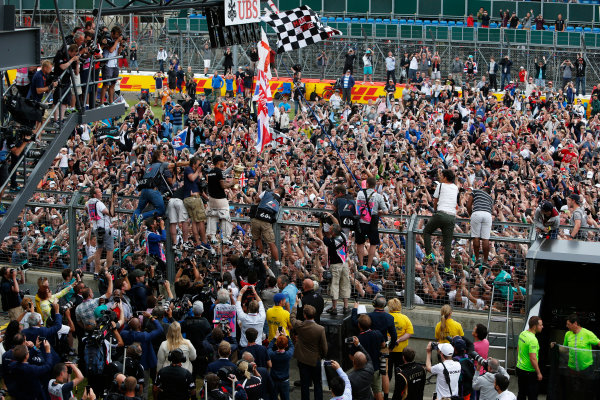 Silverstone Circuit, Northamptonshire, England. Sunday 5 July 2015. Lewis Hamilton, Mercedes AMG, 1st Position, celebrates with the fans. World Copyright: Andrew Ferraro/LAT Photographic ref: Digital Image _FER0516
