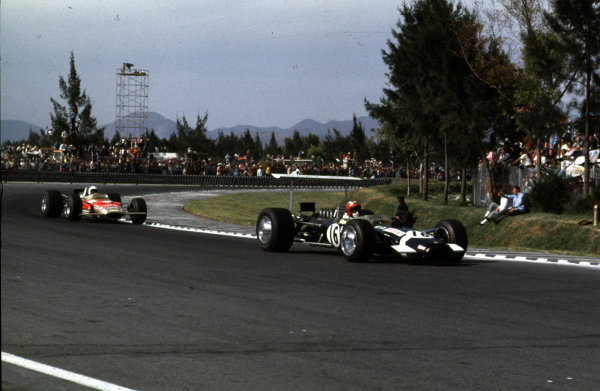 1968 Mexican Grand Prix.Mexico City, Mexico.1-3 November 1968.Jo Siffert leads Moises Solana (both Lotus 49B Ford). Siffert finished in 6th position.Ref-68 MEX 22.World Copyright - LAT Photographic