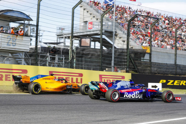 Fernando Alonso, McLaren MCL33, runs off the track behind Brendon Hartley, Toro Rosso STR13 Honda