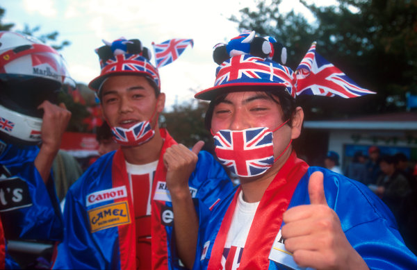 1992 Japanese Grand Prix.Suzuka, Japan.23-25 October 1992.There were many home fans who came to support the new Drivers World Champion Nigel Mansell.Ref-92 JAP 10.World Copyright - LAT Photographic