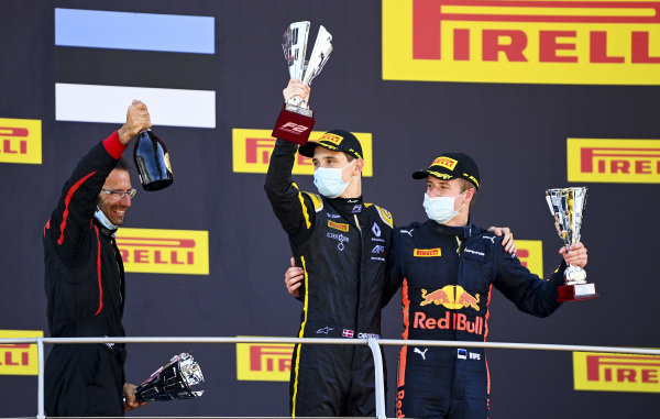Christian Lundgaard (DNK, ART GRAND PRIX), 1st position, and Juri Vips (EST, DAMS), 3rd position, on the podium with their trophies