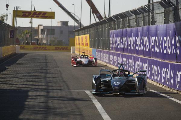 Gary Paffett (GBR), HWA Racelab, VFE-05, leads Pascal Wehrlein (DEU), Mahindra Racing, M5 Electro