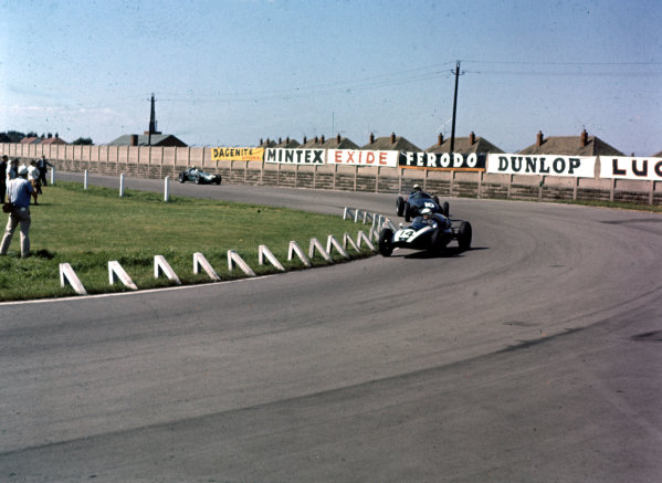 1959 British Grand Prix.Aintree, England.16-18 July 1959.Masten Gregory (Cooper T51 Climax) leads Jo Bonnier (BRM P25) and Roy Salvadori (Aston Martin DBR4/250). Salvadori and Gregory finished in 6th and 7th positions respectively.Ref-3/0104A.World Copyright - LAT Photographic