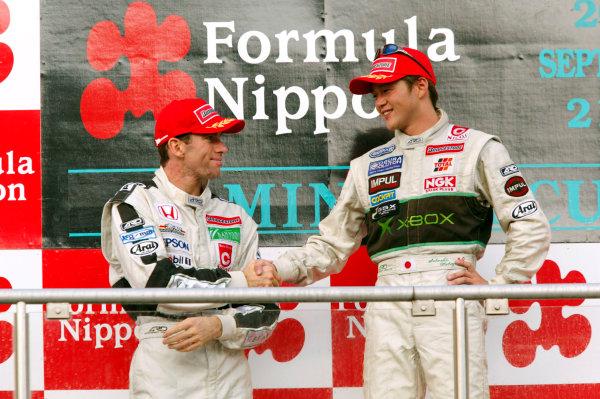 2002 Formula Nippon ChampionshipMine, Japan. 22nd September 2002.Race winner Satoshi Motoyama (XBOX Impul), shakes hands with 2nd place finisher Ralph Firman (PIAA Nakajima), podium.World Copyright: Yasushi Ishihara/LAT Photographicref: Digital Image Only
