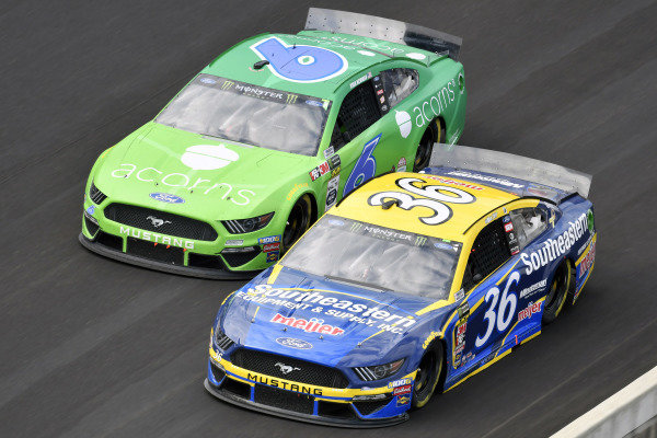 #36: Matt Tifft, Front Row Motorsports, Ford Mustang Southeastern Equipment & Supply / Meijer and #6: Ryan Newman, Roush Fenway Racing, Ford Mustang Acorns