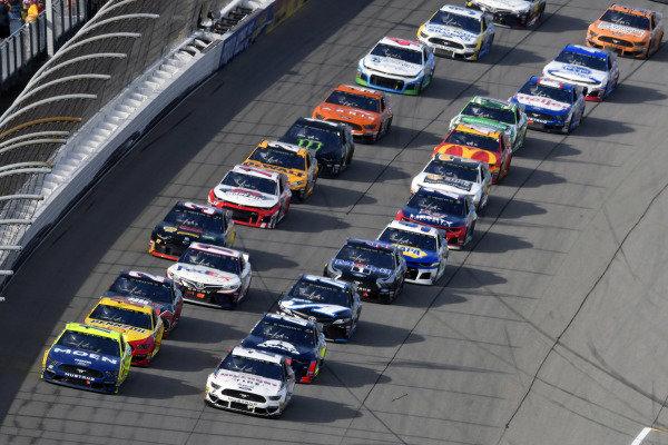 #12: Ryan Blaney, Team Penske, Ford Mustang Menards/Moen and #2: Brad Keselowski, Team Penske, Ford Mustang Discount Tire