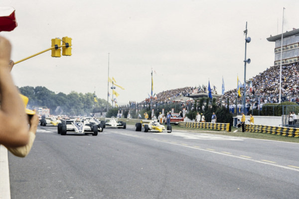 Nelson Piquet, Brabham BT49C Ford, and René Arnoux, Renault RE20B, lead the field at the start.