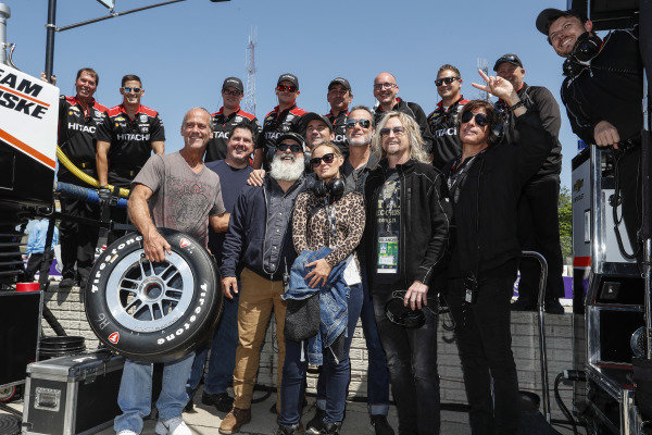 Josef Newgarden, Team Penske Chevrolet crew hangs out with band members from Stone Temple Pilots